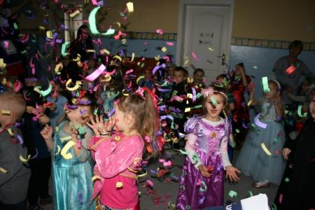 Gr. 1 - 4 Dziś w przedszkolu wielki bal, bal wspaniały na sto par!