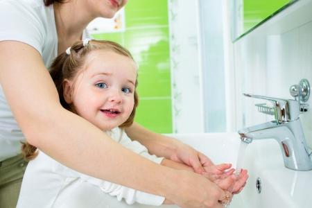 Koronawirus. Jak ustrzec dziecko przed zakażeniem? Ministerstwo publikuje zalec
